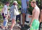 Kate i William z synem Jerzym wyjechali na egzotyczne wakacje. Takie zdj�cia to prawdziwa rzadko��