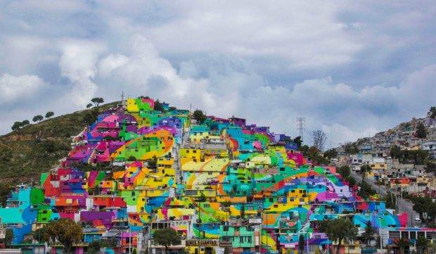 Arty�ci zmienili ubog� dzielnic� meksyka�skiego miasta w wielki, kolorowy mural