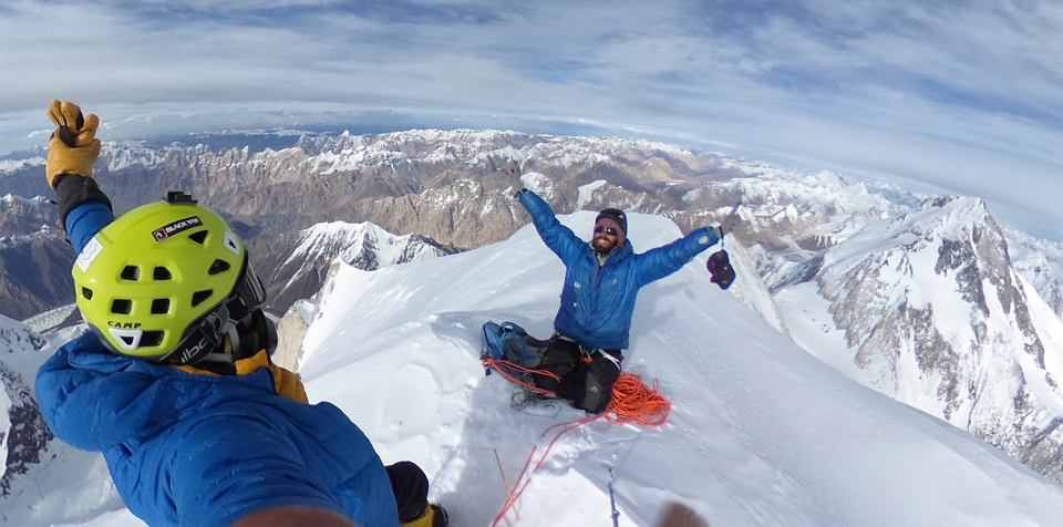 Adam Bielecki i Felix Berg na szczycie Gaszerbrumu II