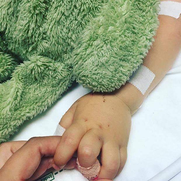 Ostatni uścisk dłoni... Tak zawodnik MMA żegnał swojego małego synka