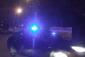 Szalony rajd opla ulicami Gda�ska. Policja ma k�opoty z ustaleniem, kto kierowa�... [WIDEO]