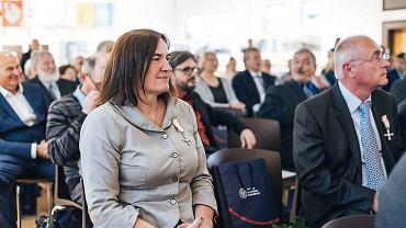 Uroczystość przyznania Krzyży Wolności i Solidarności. Dostała go także radna Anna Kołakowska znana z nienawistnych i homofobicznych wypowiedzi