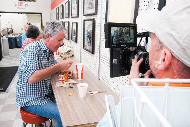 Jest autorem powieści, komiksów, książek kucharskich i tych ukazujących pracę w kuchni.