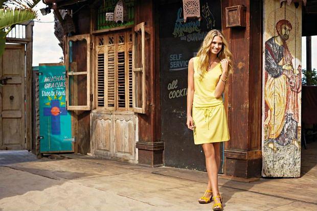 07332470d6f607 Damska kolekcja Lidla na lato - zwiewne sukienki, kolorowe bluzki i niewidoczna  bielizna