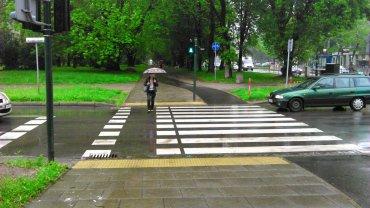 �cie�ka rowerowa ko�czy si� zebr�, a chodnik - przejazdem. Ekipa obr�ci�a projekt do g�ry nogami?