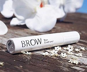 Naturalnie gęste brwi? Wypróbuj nową odżywkę BROW