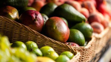 Ananas, mango, awokado...  Jak kupować owoce egzotyczne?