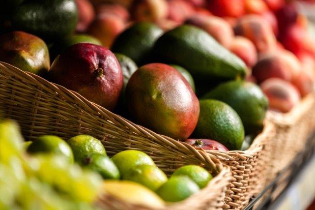 Ananas, mango, awokado... Jak kupowa� owoce egzotyczne?