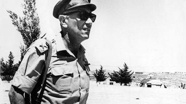 Generał Meir Amit (1921-2009), w 1962 r. jako jeden z najbardziej doświadczonych oficerów armii izraelskiej stanął na czele Amanu, tj. wywiadu wojskowego, a od 1963 do 1968 r. kierował Mosadem, czyli Instytutem Wywiadu i Zadań Specjalnych. Za najważniejsze zadanie Mosadu uważał pozyskiwanie danych wojskowych i politycznych o krajach arabskich.