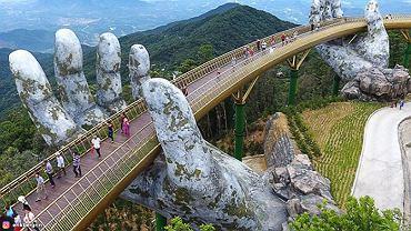Nowy most w Wietnamie w górskim resorcie Ba Na Hills nazwany został Złotym Mostem
