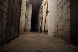 Przetrzymywał żonę w piwnicy, groził jej pobiciem. Areszt dla 31-latka z Leżajska