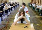 Egzamin gimnazjalny 2016 - jak poszedł egzamin rok temu? Czy były PRZECIEKI? [WYNIKI, ZADANIA, OPINIE]
