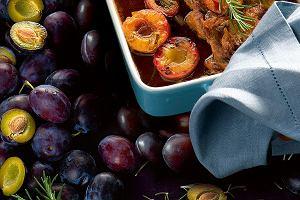 Policzki wołowe ze śliwkami, rozmarynem i skórką pomarańczową