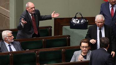 Minister obrony Antoni Macierewicz i prezes PiS Jarosław Kaczyński. 32 posiedzenie Sejmu VIII Kadencji. Warszawa, 14 grudnia 2016