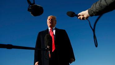 Prezydent USA Donald Trump podczas spotkania z dziennikarzami w Andrews Air Force Base, 18.10.2018