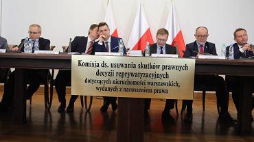 Przewodniczący Patryk Jaki - posiedzenie komisji ds. usuwania skutków prawnych decyzji reprywatyzacyjnych dotyczących nieruchomości warszawskich , wydanych z naruszeniem prawa. Warszawa, 26 czerwca 2017