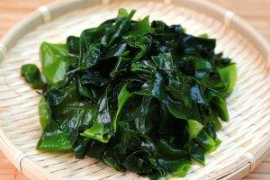"""Glony wakame - morskie """"warzywo"""", kt�re pomo�e zgubi� zb�dne kilogramy"""
