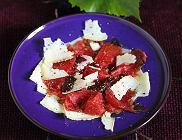 Carpaccio z serem �omnickim i balsamem czere�niowym
