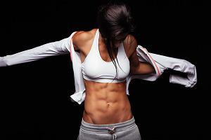 Chcesz mieć na brzuchu sześciopak? Pamiętaj o TYCH dietetycznych zasadach!
