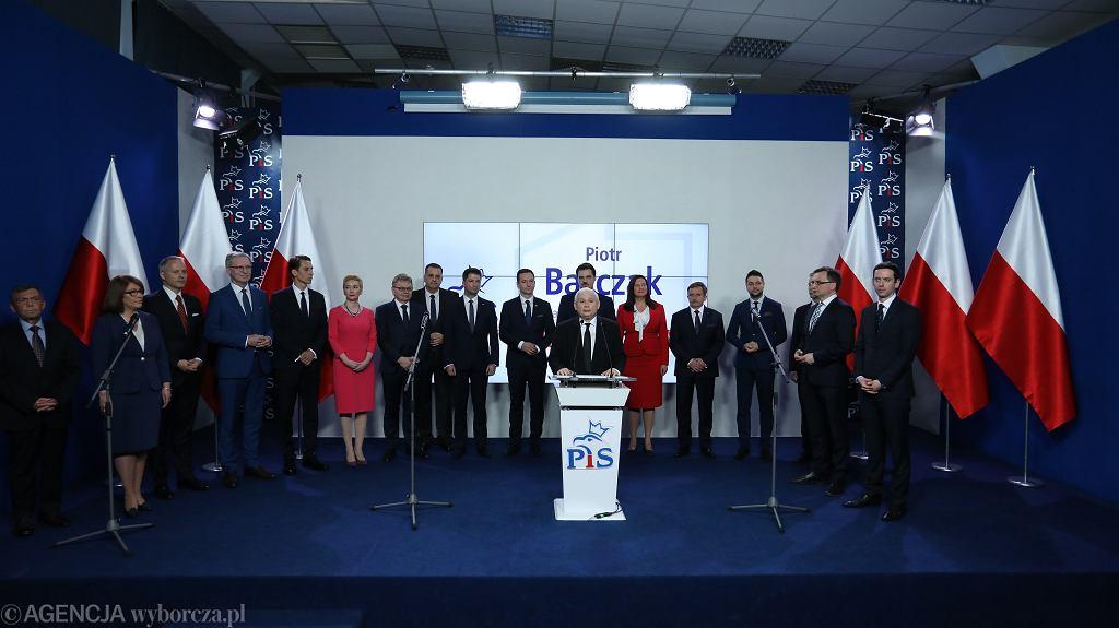 Kandydaci PiS na prezydentów miast zaprezentowani przez Jarosława Kaczyńskiego