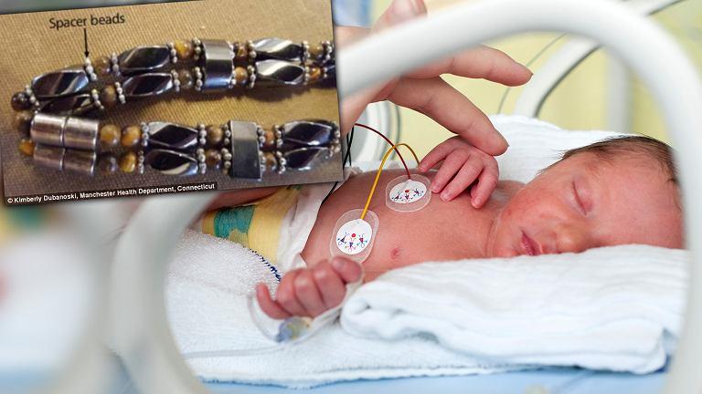 9-miesięczne dziecko zatruło się ołowiem przez bransoletkę, która miała pomóc na bolesne ząbkowanie.