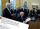 """W USA powstał """"ruch oporu"""" przeciwko Trumpowi. Atakują... danymi o klimacie i historiami uchodźców"""