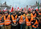 Na Marsz Niepodległości za 10 zł. Bo prezydent z PiS dofinansuje wyjazd Młodzieży Wszechpolskiej