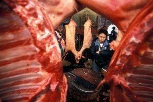 Skandal w Chinach. Do sprzeda�y mia�o trafi� 45-letnie mi�so