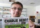 """Dlaczego na tym zdj�ciu nie wida� ok�adki """"Charlie Hebdo""""? To nie jest przypadek"""