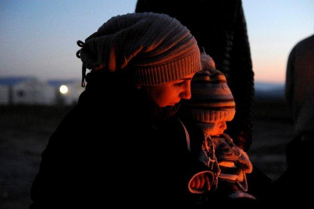 Dzieci we W�oszech przebieraj� si� za uchod�c�w. Firma wycofuje kostiumy ze sklep�w