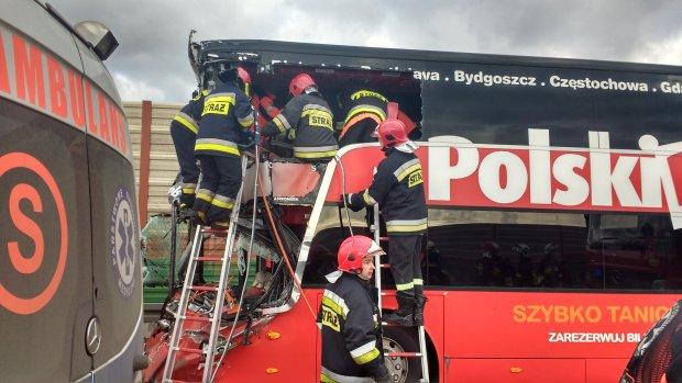 Polski Bus zderzy� si� ci�ar�wk� na trasie A2