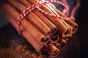 Cynamon poprawia odporność, zwalcza stany zapalne i obniża poziom cukru. Używaj go nie tylko od święta