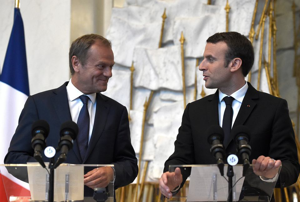 Nowo wybrany prezydent Francji Emmanuel Macron przyjmuje szefa Rady Europejskiej Donalda Tuska w Pałacu Elizejskim. 17 maja 2017