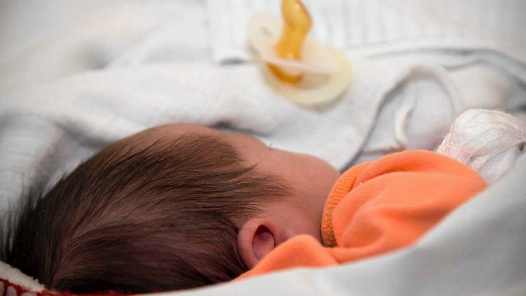 Rodzice odmówili zaszczepienia dziecka. Szpital zagroził im sądem