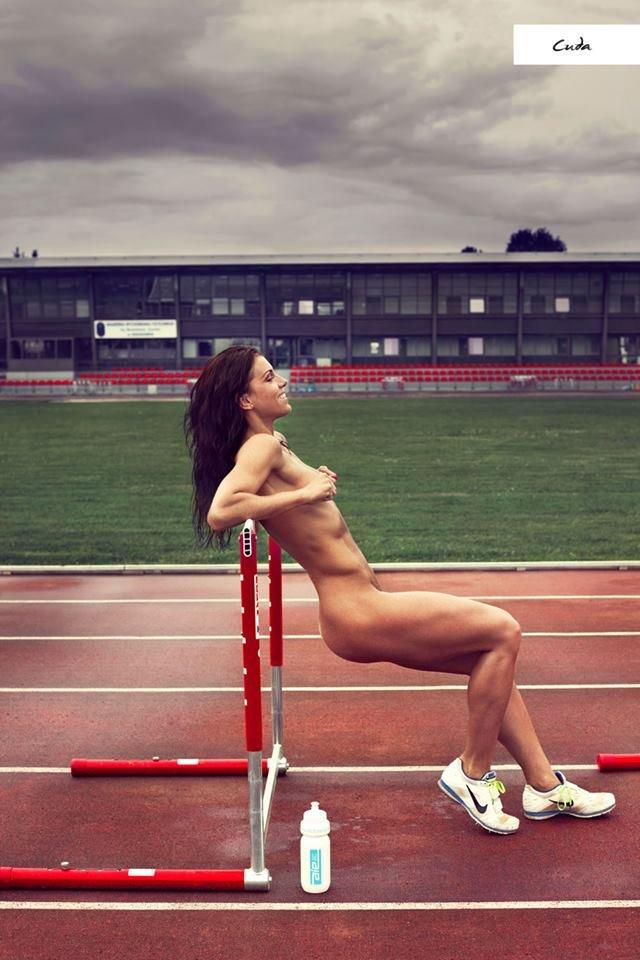 Zdjęcie numer 16 w galerii - Rozebrane atletki. Naga fotografia sportowa Dominiki Cuda