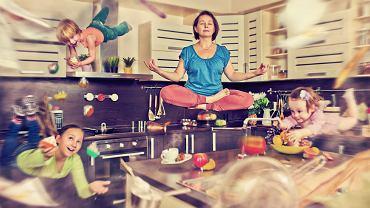 Medytacja zwiększa aktywność lewej półkuli mózgu odpowiedzialnej za pozytywne emocje i doświadczenia emocjonalne, co przekłada się na wyższy poziom satysfakcji z życia