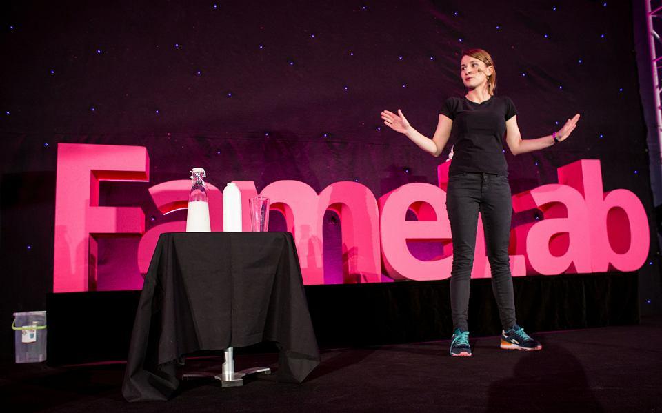 Anna Kotlińska zdobyła nagrodę publiczności w sobotnim finale konkursu FameLab, który odbył się w Centrum Nauki 'Kopernik'