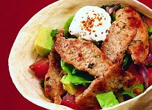 Tortille z wieprzowiną, pomidorami i awokado - ugotuj