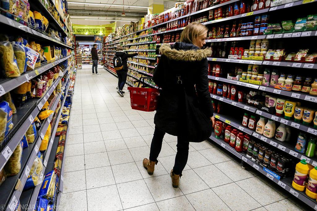 Zdjęcie numer 2 w galerii - Zakaz handlu w niedziele jednak nie pomaga małym sklepom? Są zaskakujące dane