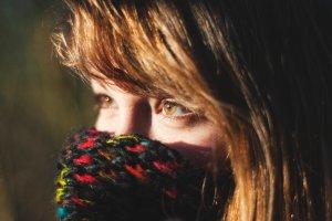 Jak chroni� cer� jesieni� i zim�? Porady dietetyka, kosmetologa i lekarza