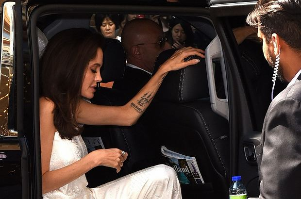 Zdjęcie numer 0 w galerii - Angelina Jolie od rozstania z Pittem unikała ścianek. Pojawiła się na festiwalu w Toronto i... Tego się nie spodziewaliśmy