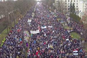 Ile by�o os�b na marszach KOD i PiS? Sp�r o frekwencj�