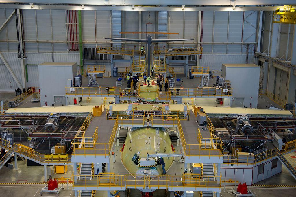 A400 są w Sewilli składane w całość z elementów dostarczanych z całej Europy