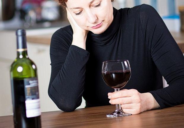 Kieliszek wina dziennie podwyższa ryzyko zachorowania na raka piersi? Są nowe badania