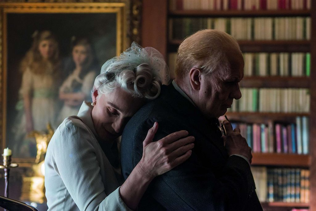 Kristin Scott Thomas i Gary Oldman w filmie 'Czas mroku' / Jack English / materiały prasowe