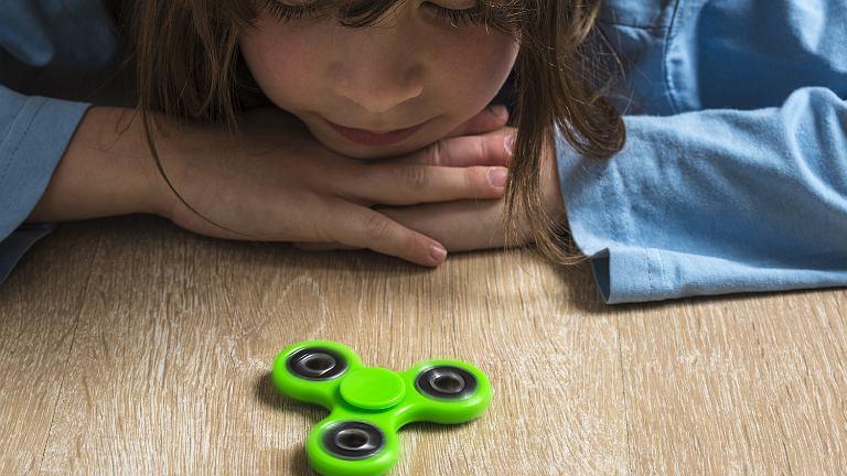 Wielu z nas dziwi fakt, że ta prosta w swej konstrukcji zabawka, robi tak dużą furorę na całym świecie.