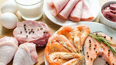 Dieta białkowa opiera się na spożywaniu dużej ilości produktów bogatych w białko i unikanie węglowodanów oraz tłuszczy.