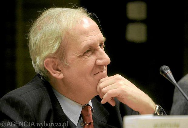 Prof. Andrzej Friszke jest historykiem, zajmuje si� m.in. dzia�alno�ci� opozycyjn�, w tym KOR