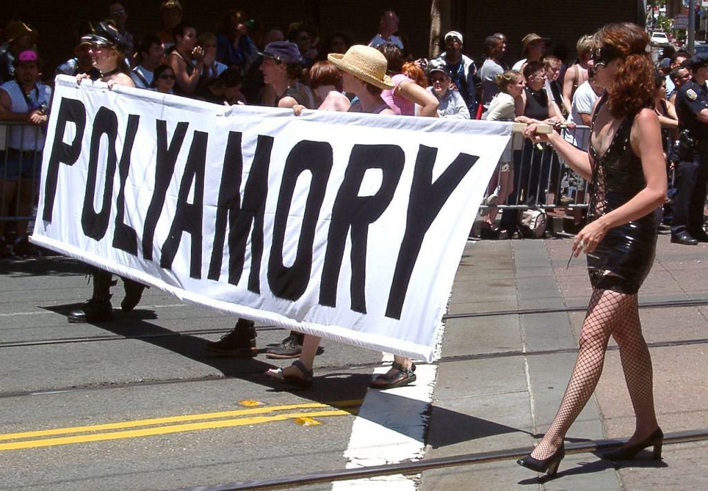 San Francisco. Parada zwolenników poliamorii - związków, w których każda ze stron może mieć wielu partnerów (fot. Pretzelpaws / Wikimedia.org / CC BY-SA 3.0)