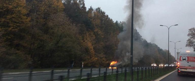 Na ul. Czecha w Warszawie płonął samochód. Akcja straży pożarnej dobiegła końca